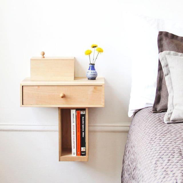 Kệ đầu giường treo tường vô cùng tiện lợi và tiết kiệm không gian cho phòng ngủ