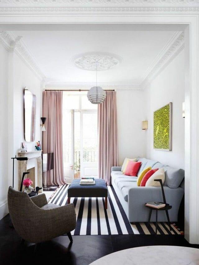 Thiết kế phòng khách gần ban công để lấy sáng và tạo cảm giác thông thoáng